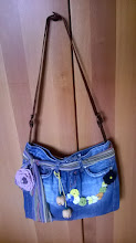 Photo: Tagliare un paio di vecchi jeans per ottenere una graziosa borsa.