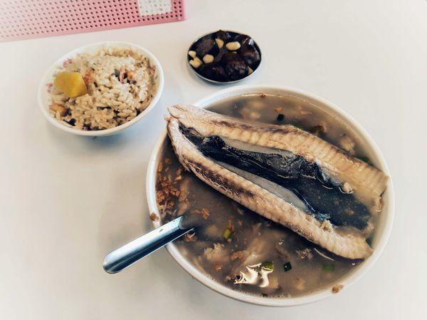 阿堂鹹粥 | 在地傳統早餐,滿滿海味吃不停!