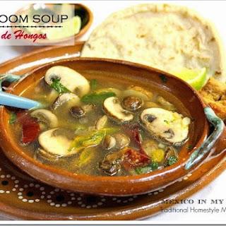 Mushroom Soup / Sopa de Hongos