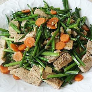 Stir-Fried Garlic Chive Flowers with Frozen Tofu (韮菜炒凍豆腐)