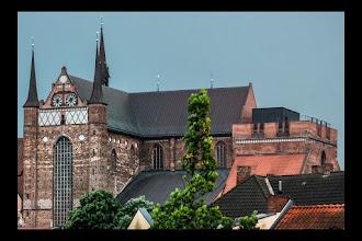 Photo: Bis zu 30 Gäste können von der Besucherplattform der St. Jürgen Kirche in Wismar einen wunderschönen Ausblick über die Stadt und die Ostsee genießen.  Bei gutem Wetter reicht die Sicht sogar bis zur Insel Poel.  Ein gläserner Aufzug bringt Besucher auf den Kirchenturm und wieder zurück auf den Boden der alten Hansestadt.  auf den Spuren der Hanse in MV: goo.gl/831CzD