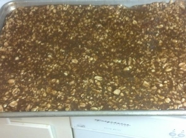 Pour caramel/nut mixture over the graham crackers.  Let cool and set.