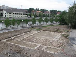 Photo: Přerov. Celkový pohled od jihozápadu na odkryté základy sboru Jednoty bratrské na levém břehu řeky Bečvy. (foto. Z. Schenk).