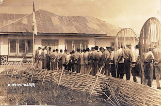Photo: Apel pegawai, di depan Kantor Kecamatan Tamalate, Kabupaten Gowa, tahun 1970, sebelum wilayah Tamalate masuk Kota Ujung Pandang (Makassar) http://nurkasim49.blogspot.com/2011/12/vi.html