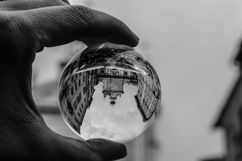 Attraverso il vetro  di Renata Roattino@jhonninaphoto