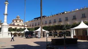 Montaje de los ambigús en la Plaza Vieja