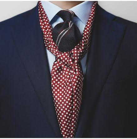 Eton röd scarf med vita prickar