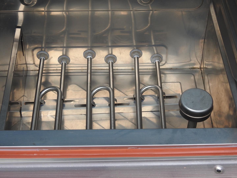 Khoang dưới củ tủ chứa thanh nhiệt và phao cấp nước