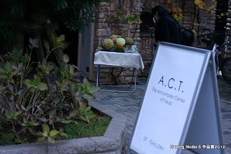 Photo: Artcomplex Center of Tokyo は、レンガ造りの建物の中に、 カフェ、ホール、複数の展示室のあるギャラリー複合施設です。  展示室やカフェを使用し、 教室生徒と講師の作品展示だけでなく、 コンテスト入賞者によるデモンストレーションや 教室出身講師によるレッスンも行いました。