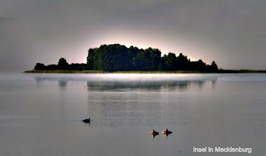 Photo: Insel im Sonnenaufgang in Mecklenburg
