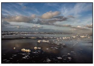 Photo: De Kust. Schuimkoppen op de zee. Foto: De Groene Wereld