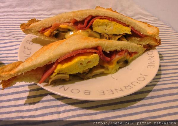 樂多吐司~充滿家庭溫暖的早午餐店,巷子內好味道,最推拉絲菇菇培根蛋