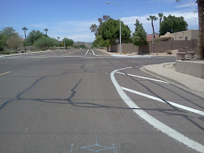 Photo: Knox Rd, Phoenix. (Pic2) Edgeline bulbs out from curb. The additional diagonal white lines were added later. What about 28-751 (required method of turning right)?