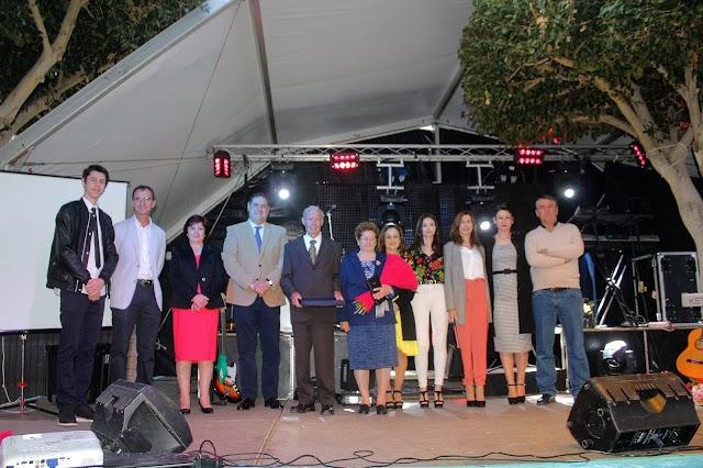 Isidro Vizcaíno y Catalina Escamilla recibieron un homenaje del Ayuntamiento canjilón.