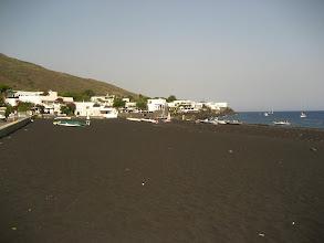Photo: Lavlardan oluşan simsiyah plaj kumu.    Black lava beach.