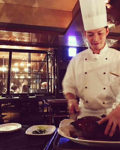 😍#Beijing roast duck #thanks chef 在台灣吃過最棒的脆皮燒肉!甚至比香港的還棒(OS: 可能每次去香港待的時間都太短,或是香港朋友你們把私家店給我藏了😳 )!烤鴨是