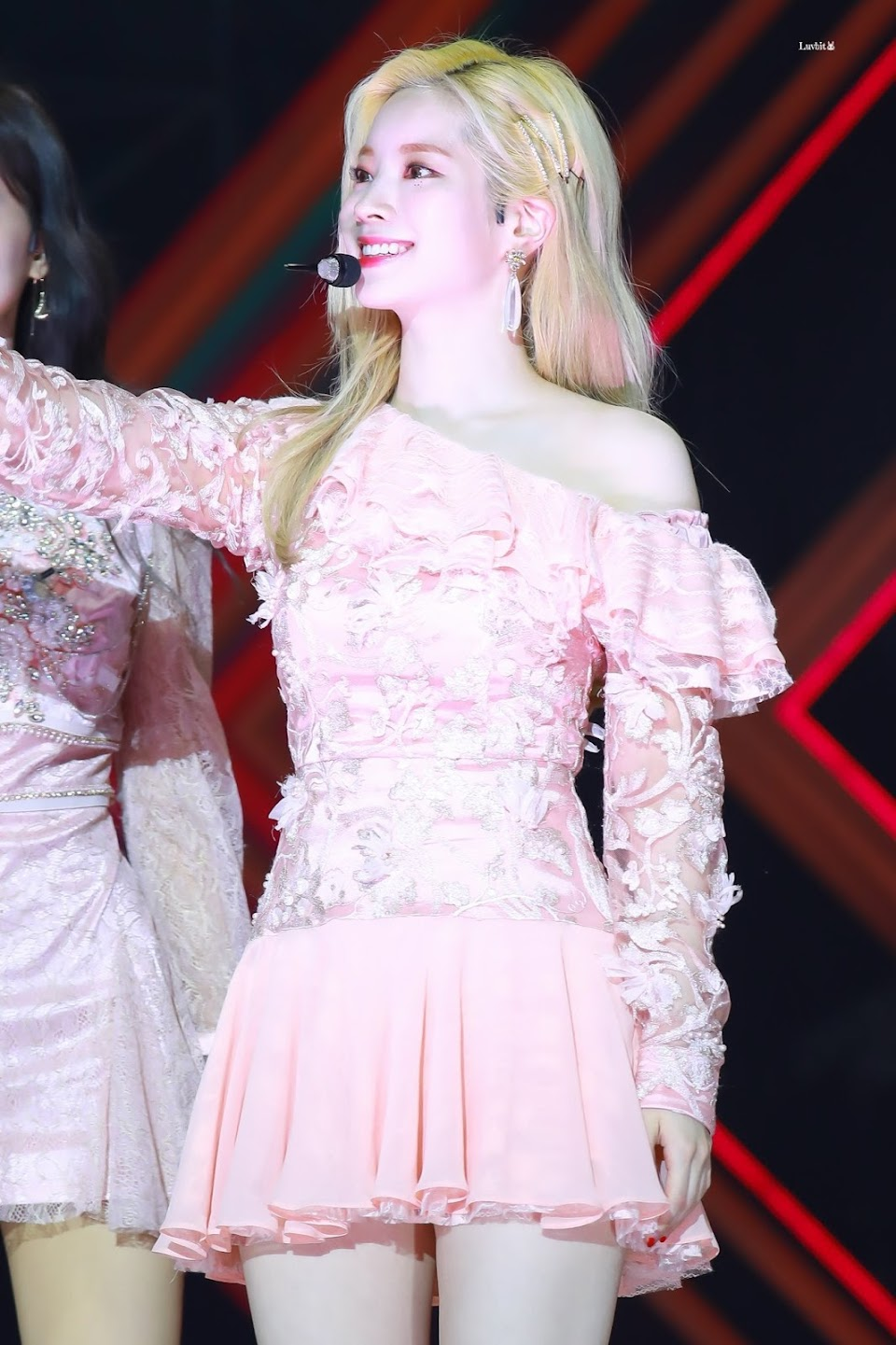 dahyun shoulder 18