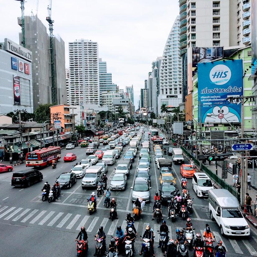 Bangkok en estado puro. Tráfico y atasco en la capital tailandesa.