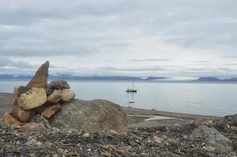 Photo: Photo du leenan au mouillage vu du camp de base