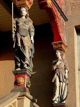 Photo: Figurenschmuck an der Rathaustreppe (16. Jhdt.)