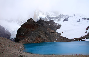 Photo: Le Lago de Los Tres, au pied du Fitz Roy, caché dans les nuages.
