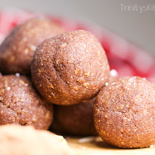 Raw Cacao Energy Balls with Walnuts, Coconut and Dates Recipe