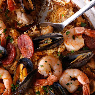 Frying Pan Paella Mixta (Paella with Seafood and Meat).
