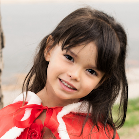 Lil Red Riding Hood by Rob & Zet Sample - Babies & Children Child Portraits