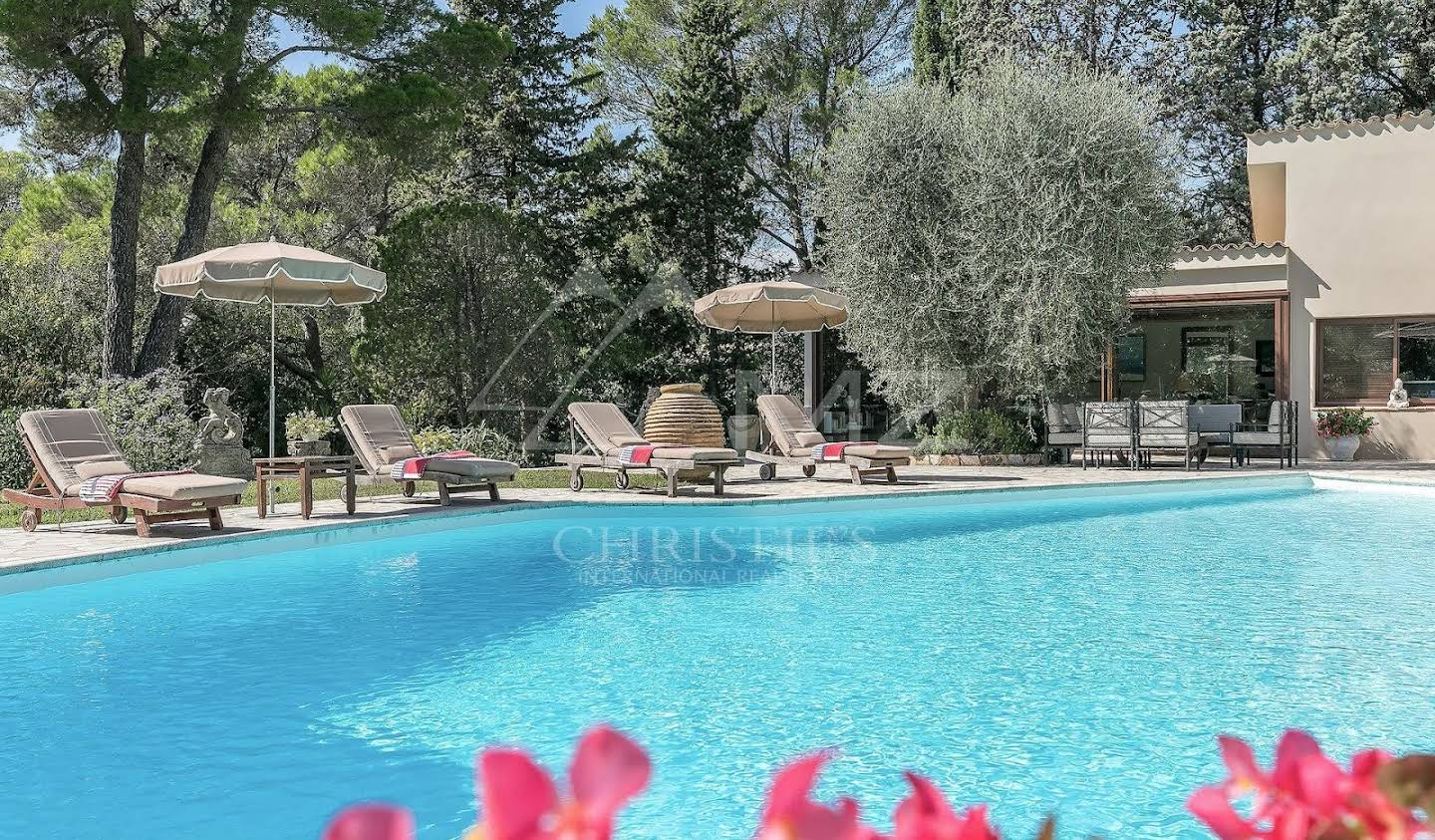 Property with pool and garden Mougins