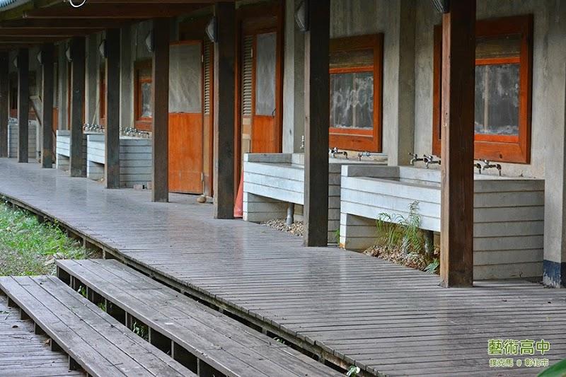 成功營區宿舍與盥洗的設施