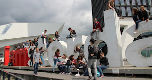 Alumnos en la ciudad de Amsterdam durante un intercambio.