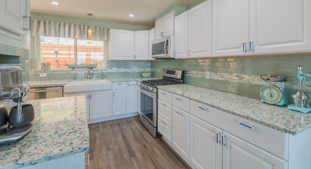 blue-recycled-glass-countertops
