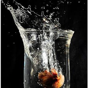 bawang splash by Asrul CikguOwn - Abstract Water Drops & Splashes
