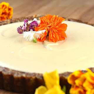 Lemon Cashew Cream Tart (Raw, Vegan)
