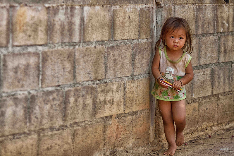 la bambina con le matite colorate di antonioromei
