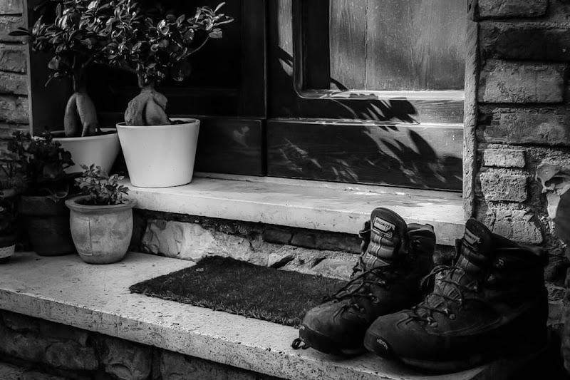 Vecchi scarponi... Riposano di sangelica