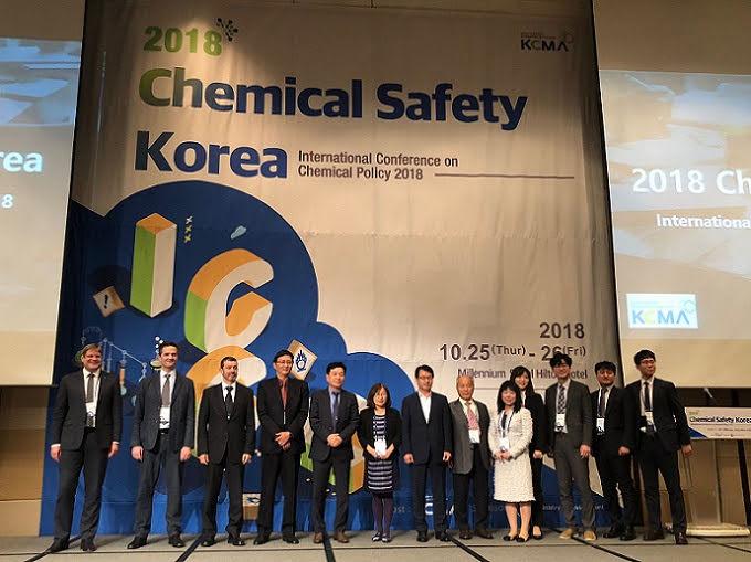 韓國化學管理協會合照