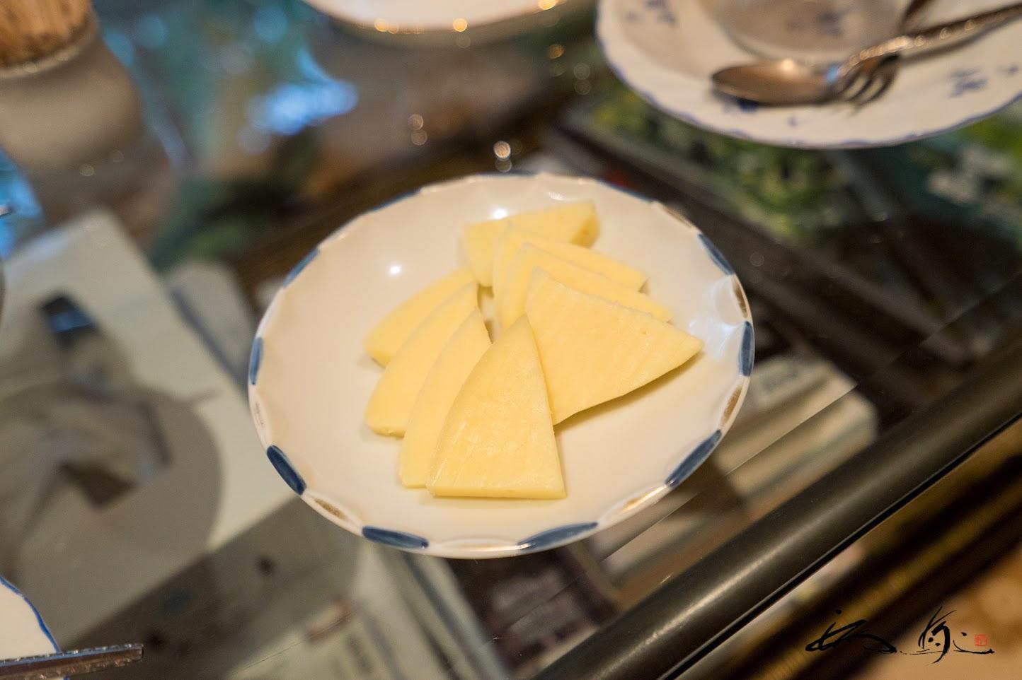 奥さま手作りのチーズ