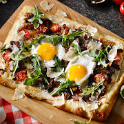 Sunny Egg & Braised Beef Pizza