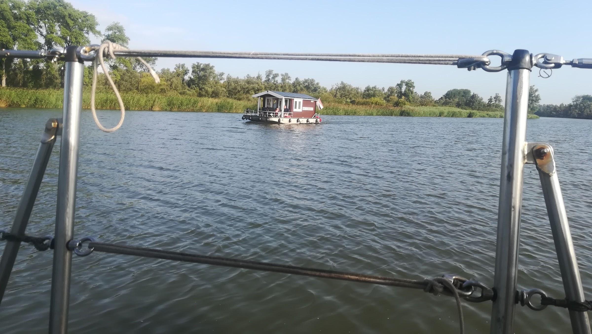 de blokhutboot: raar ding als het vaart!