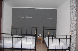 Photo: Driepersoons slaapkamer (grijze kamer)