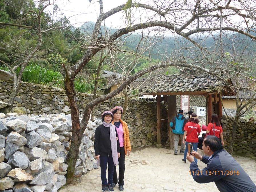 cổng nhà Pao