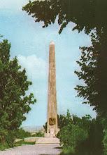 """Photo: Mormantul lui MihaiViteazul  a doua jumatate a secolului XX http://omeka.bjc.ro/omeka/items/show/272 descriere: """"Vedere cu Monumentul ridicat în amintirea lui Mihai Viteazul, la 9 mai 1977, de către sculptorul Marius Butunoiu. Este confecționat din beton armat, placat cu travertin de Rușchița, pe un soclu dreptunghiular din tuf vulcanic. Are trei laturi, simbolizând cele trei principate unite sub Mihai Viteazul în anul 1601. La baza fiecărei laturi se află stemele celor trei principate, executate din marmură albă de Simeria (la fel ca și placa mormântului) de către artistul clujean Vasile Rus Batin. Placa are sculptat sigiliul lui Mihai Viteazul și inscripția """"Aici odihnește Mihai Viteazul (1593-1601) Domn al Țării Românești, al Ardealului și a toată Țara Moldovei"""" ."""