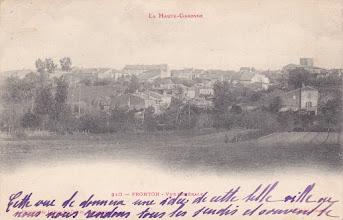 Photo: Vue générale de Fronton (31) où de tout temps les habitants d'Orgueil (82) se sont rendus au marché du jeudi - Carte postée à Orgueil le 04/02/1904 destinée à Melle CAMUS 79 rue d'Alésia Paris-14