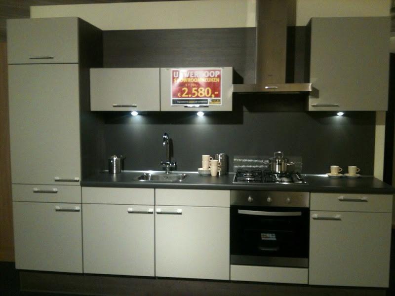 Photo: 3 meter rechte opstelling. Incl oven, kookplaat, koeler, afzuigkap!!! Zeer voordelig!!!