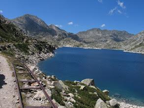 Photo: Vall Fosca:  estany Tort amb les restes de les vies de tren