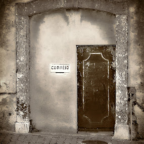 Waiting the mail by Carlos Cardoso - Buildings & Architecture Homes ( mail, waiting, door )