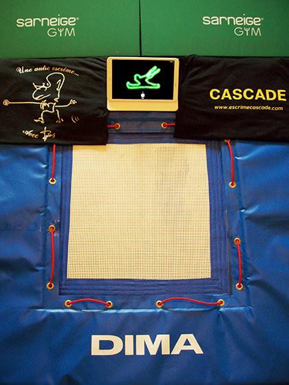 Escrime artistique et cascade physique : acrobatie, combat et duel d'armes blanches. Régleur cascades et chorégraphe de combat : Alexis DIENNA.