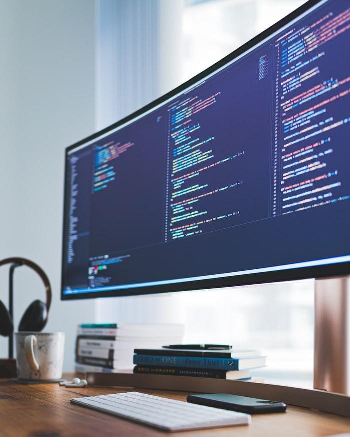 Untuk kamu yang punya skill web design dan coding mungkin bisa punya peluang di pekerjaan ini.