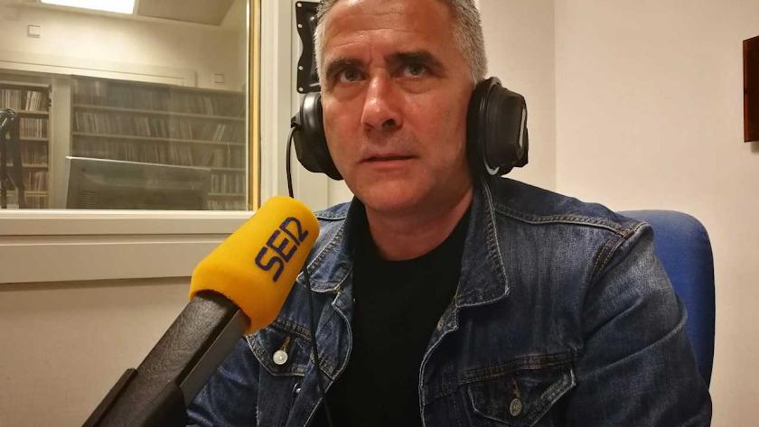 Pepe Morales en los estudios de la Cadena SER Almería.